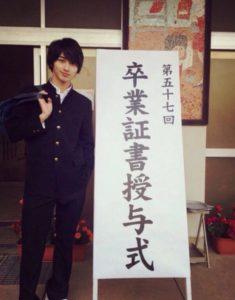横浜流星の高校卒業式の画像