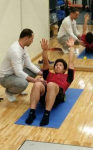 吉田正尚が筋肉トレーニングしている画像