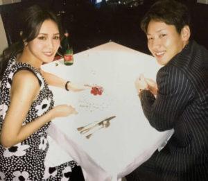 吉田正尚と嫁の結婚記念の写真