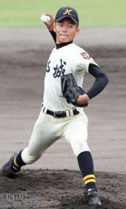 山本由伸の都城高校時代の投球(正面)