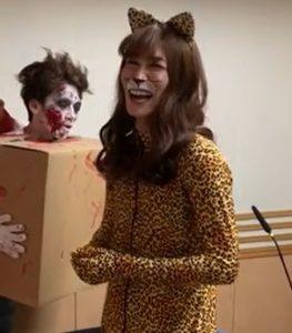 渡辺翔太の妹を表した女豹のハロウィン仮装の画像