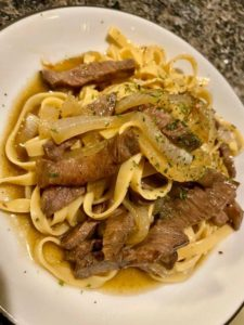 内田雄馬がツイッターにあげた肉とパスタの画像