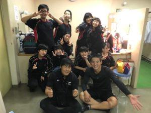 岡田健史が演劇部で楽屋で部員と撮った写真