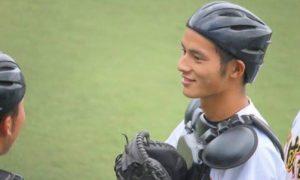 岡田健史の創成館高校時代のキャッチャー姿の画像