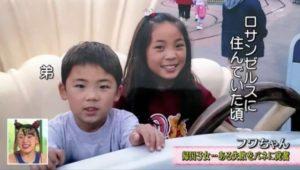 フワちゃんがアメリカロサンゼルスで弟と写ってる写真