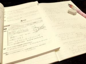 原田葵の中学時代の数学の問題を解く画像