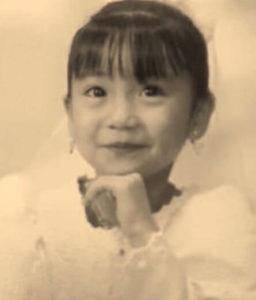 大島優子がウエディングドレス姿でポーズを決める幼少時代