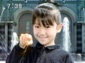 大島優子が『電磁戦隊目がレンジャー』に出演した子役時代の画像