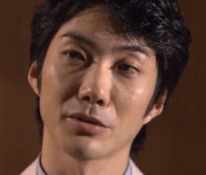 野村萬斎が若い頃にインタビューを受ける画像