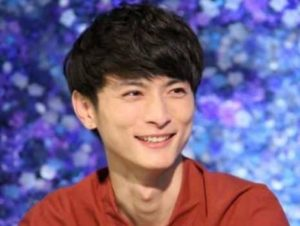 俳優高良健吾がテレビ出演した時の画像