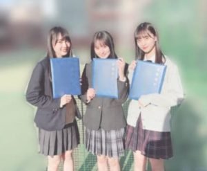 賀喜遥香と遠藤さくらと金川沙耶と一緒に写った高校卒業式の画像