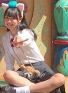 賀喜遥香が高校時代に中学の時の制服で行ったディズニーの画像