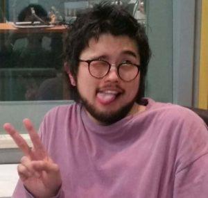 井口理がオールナイトニッポンで舌を出して写真を撮った画像
