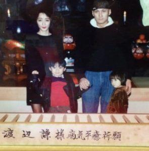 渡辺謙の元嫁の由美子と子供二人の家族写真画像