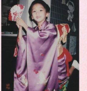 渡辺謙の娘(杏)が小学生の頃に着物で踊ってる時の画像