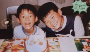 松村北斗と兄が誕生日を祝っている画像