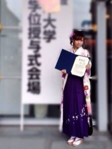 新内眞衣の大学卒業式の画像